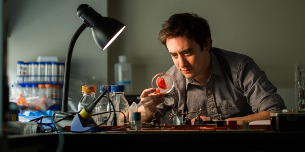 Photo of Andrew Pelling working in his lab