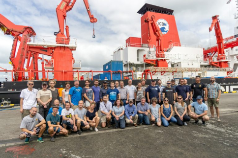 Scientists of the SO267 ARCHIMEDES-I cruise posing in front of the research ship