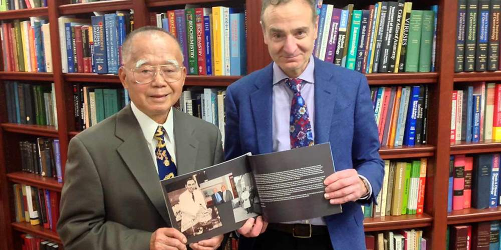 Photo of Ruey Yu and Steve Perry, Dean of the Faculty of Science