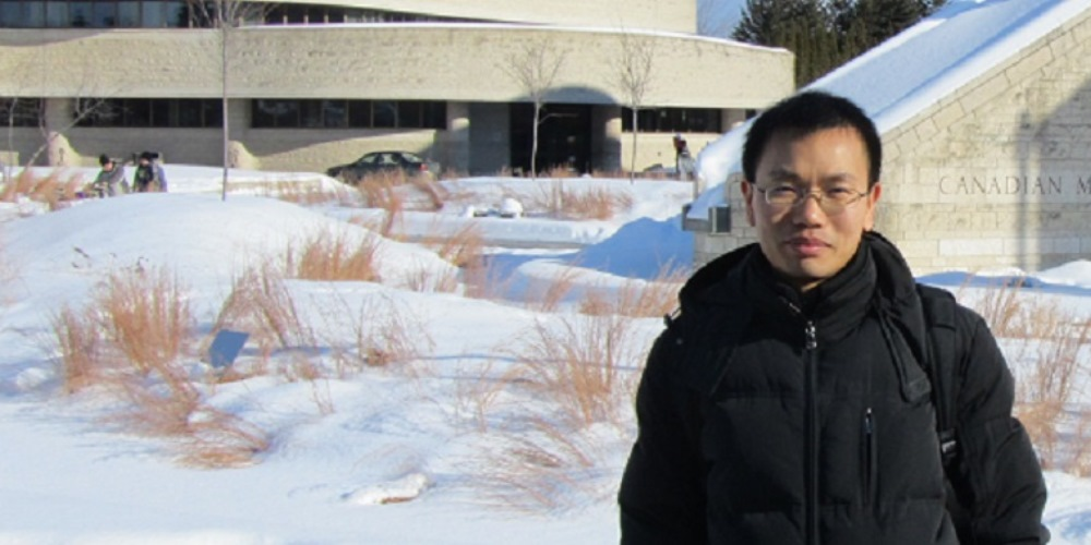 Tao Zhu took some time to learn more about Canada's history when he was a postdoctoral fellow studying lasers at uOttawa in 2010.